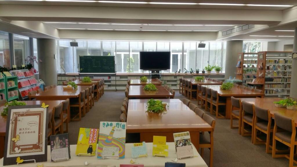 【図書館:蔵書は2万冊を超えています】
